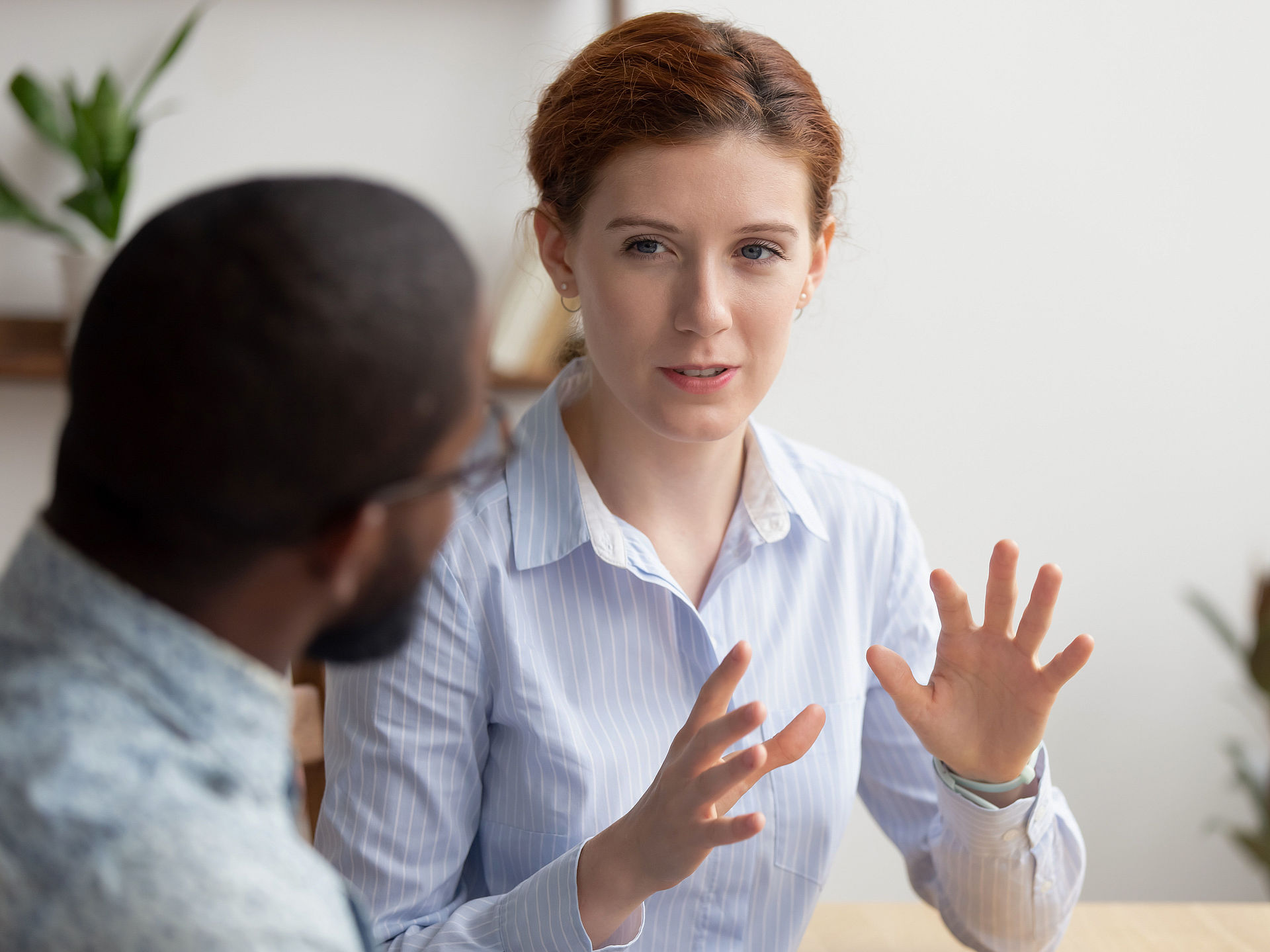 Woman advises male people seeking advice